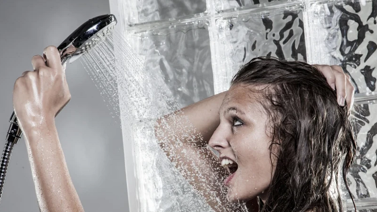 Shower the proper way to protect your hair